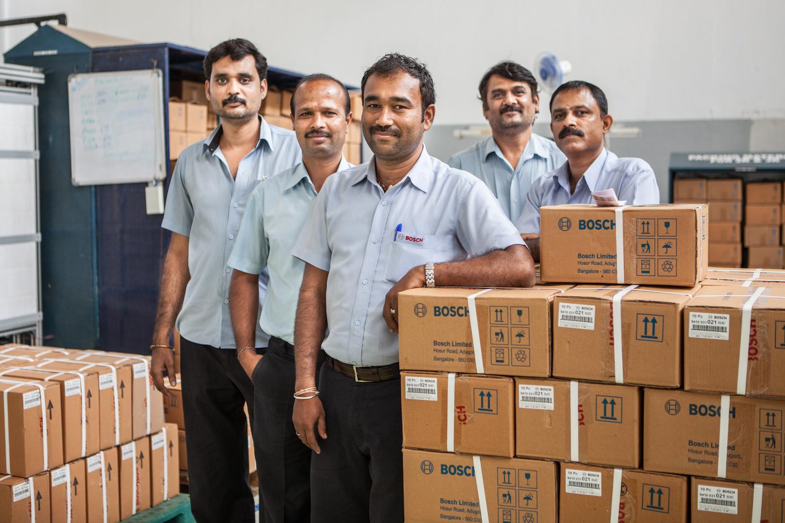 Werksarbeiter bei Bosch in Bangalore, Indien