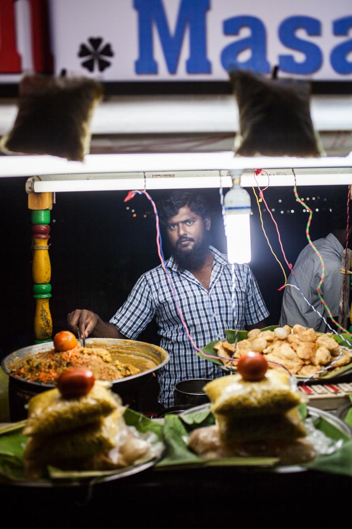 Besitzer eins Strandshops in Chennai, Indien