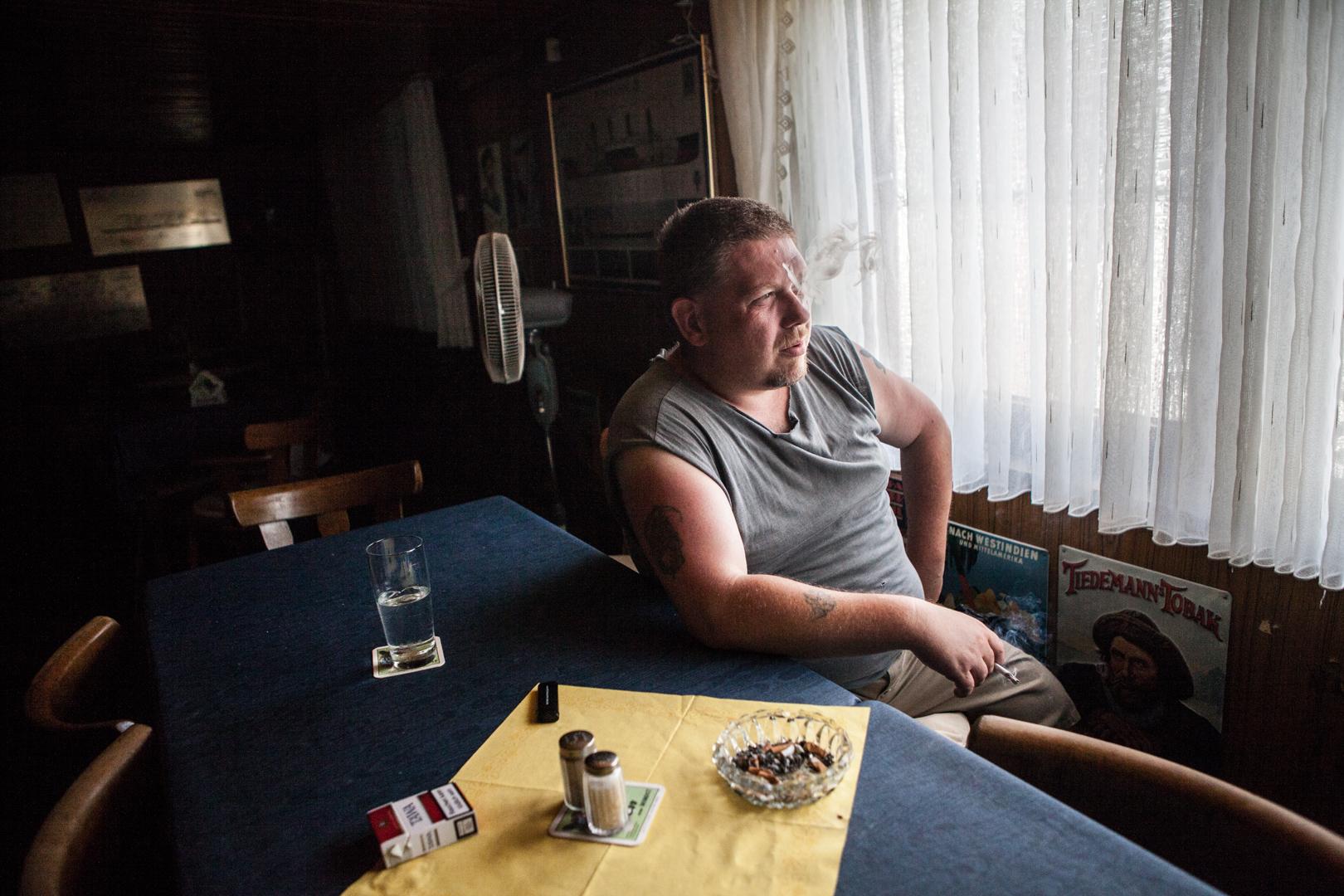 """Axel Lukassek ist Hausmeister im Treffpunkt Kaiserhafen, """"der letzten Kneipe vor New York"""" in Bremerhaven"""