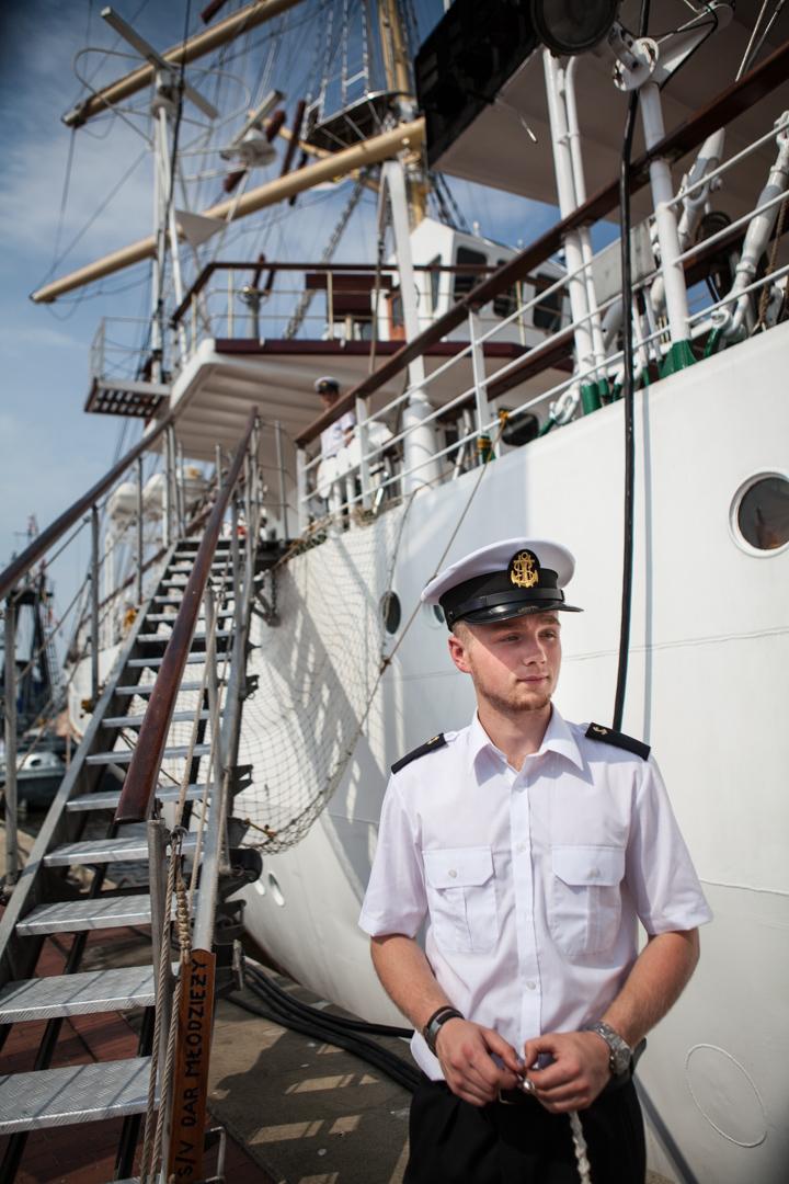 """Besatzungsmitglied des polnischen Schulschiffs """"Dar Mlodziezy"""""""